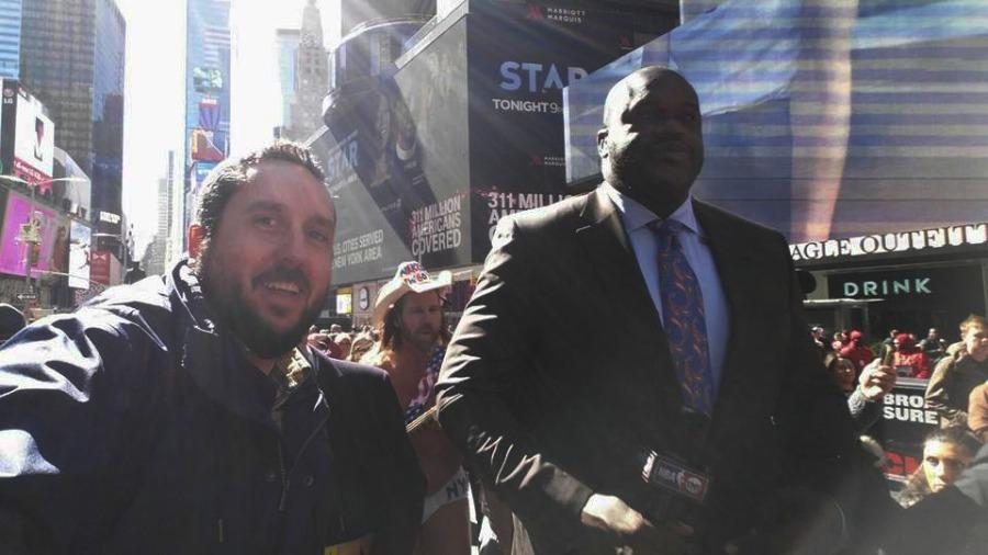 Shaquille O'Neal para la TNT en NYC